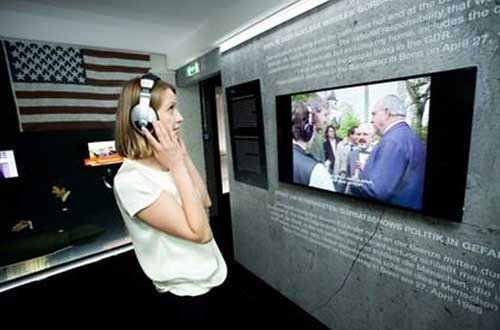 Wall Museum visitor